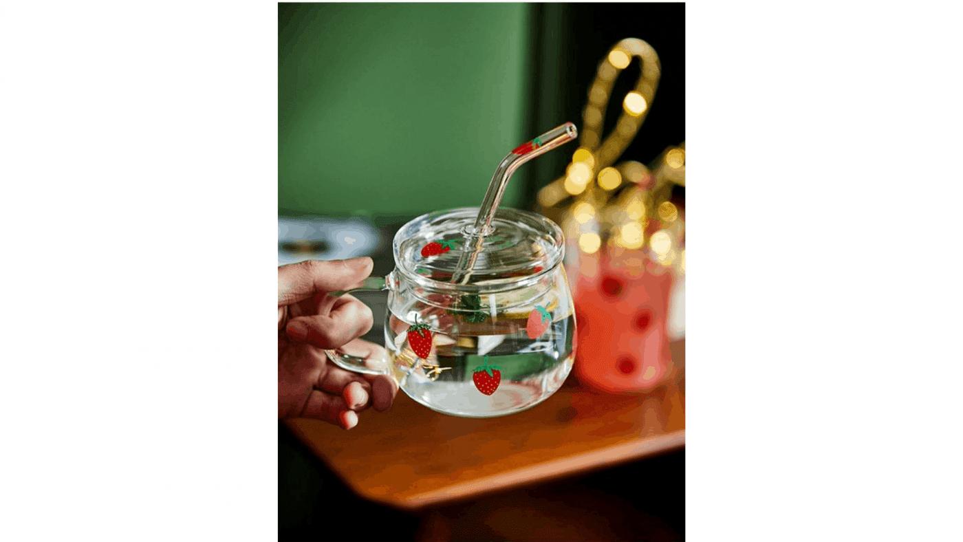 Tasse à motif fraise eau