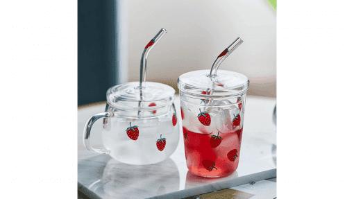 Tasse et verre à motif fraise